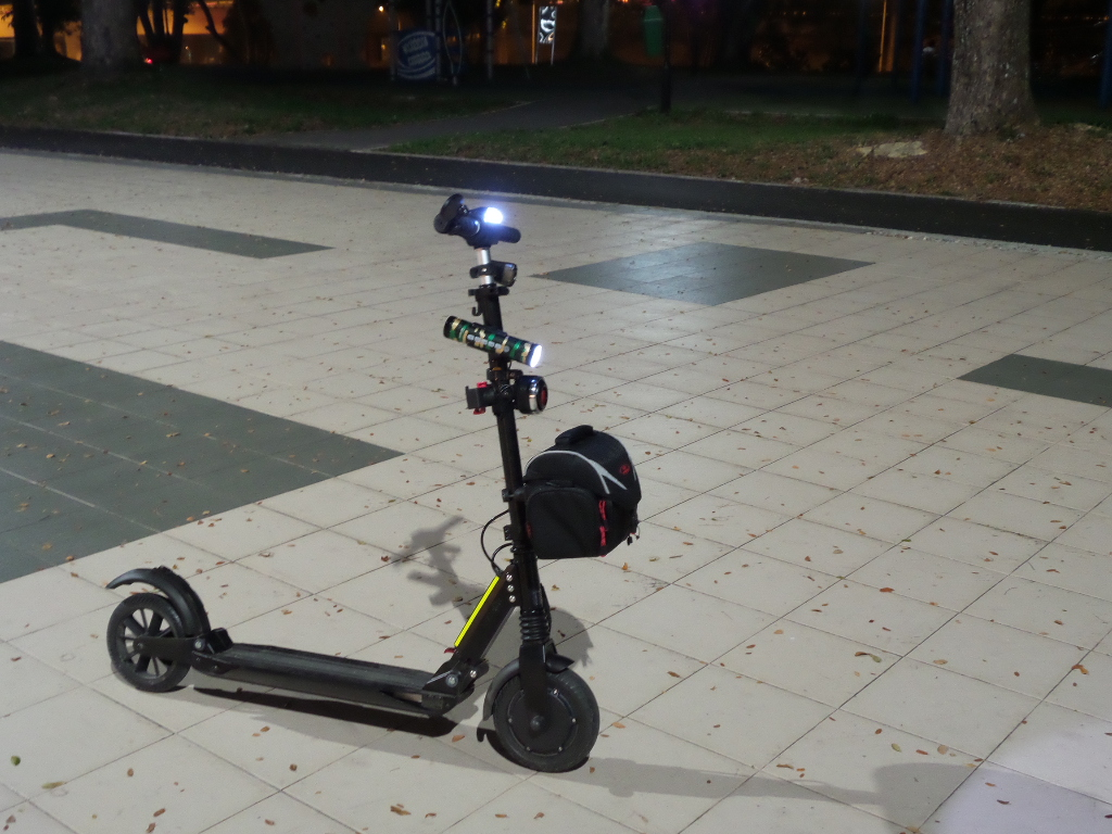 e-twow scooter with bag