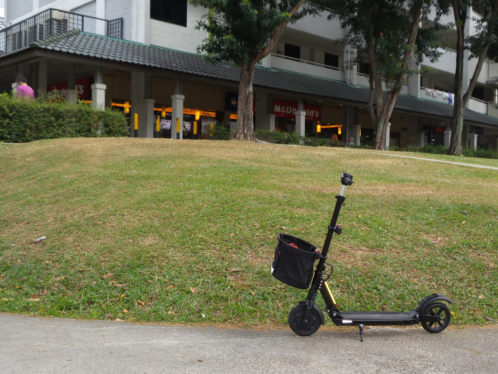 e-twow scooter with basket